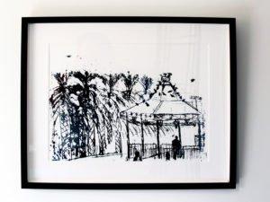 """הדפס משי הפגודה הירוקה בגן העיר ראשל""""צ שחור ממוסגר גודל 50\33"""