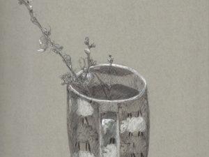 T-SHIRT עם הדפס של רישום של כוס עם פרח בתוכה