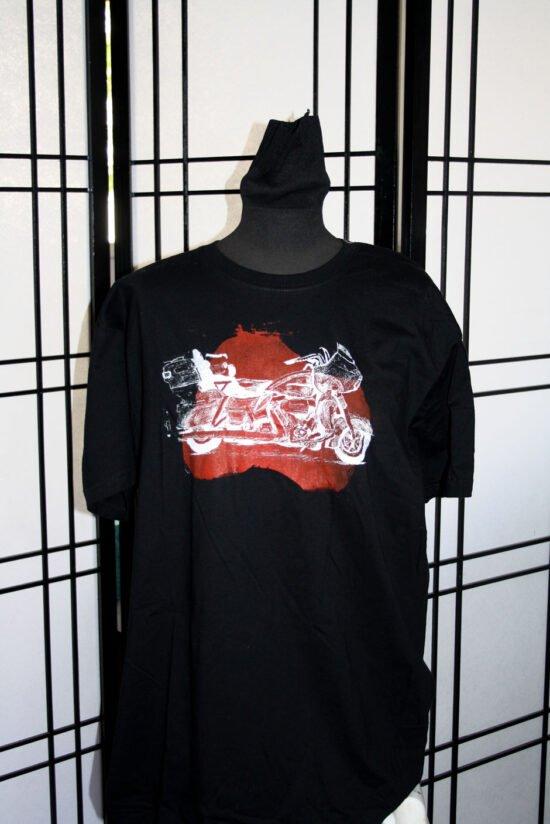 חולצה שחורה מודפסת