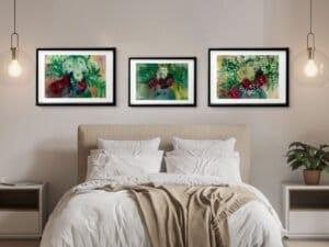 שלושה הדפסים של זר ורדים עם גיפסנית. סט הדפסים מושלם